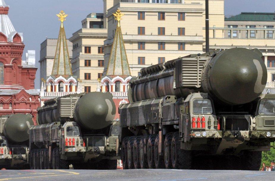 """Rusijos kariuomenės pasididžiavimas """"Topol-M"""", kuris šaudo branduolinius užtaisus."""