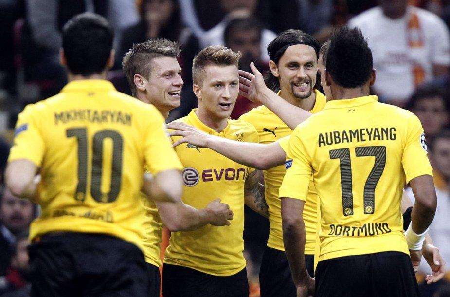 Marco Reusas su komandos draugais
