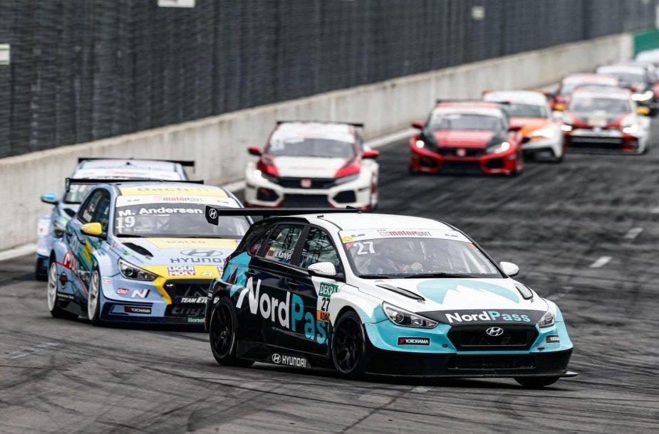 """Vokietijos žiedinių lenktynių """"ADAC TCR Germany"""" čempionato lenktynėse """"Lausitzringe"""" Jonas Karklys iškovojo podiumą"""