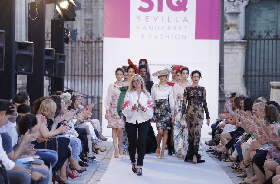 Dizainerės Rimos Pocevičienės proginių drabužių kolekcijos modelis