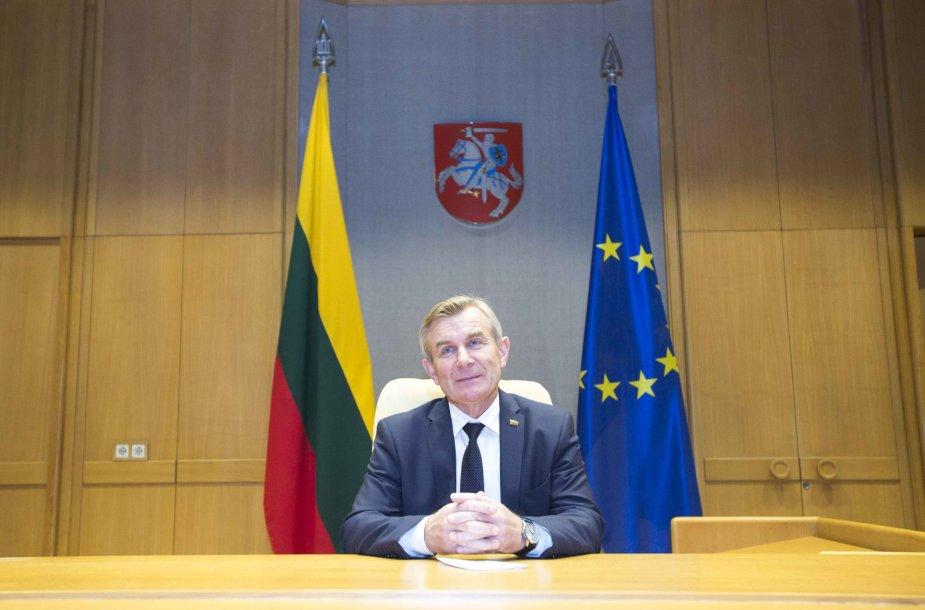 Viktoras Pranckietis savo kabinete