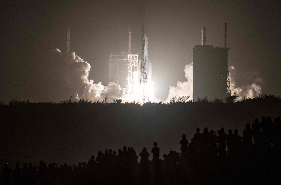 Chang'e 5 kyla į mėnulį