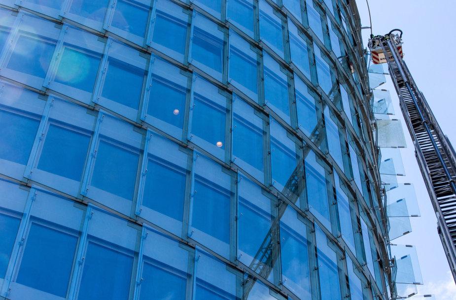 Gelbėtojų pratybos Vilniaus dangoraižyje