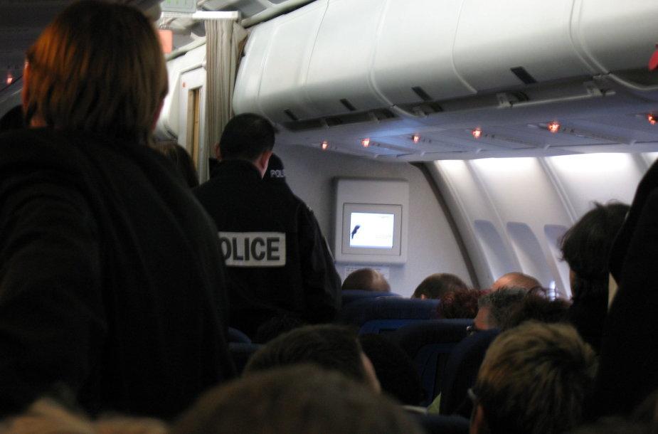 Policija lėktuve. Asociatyvi nuotr.