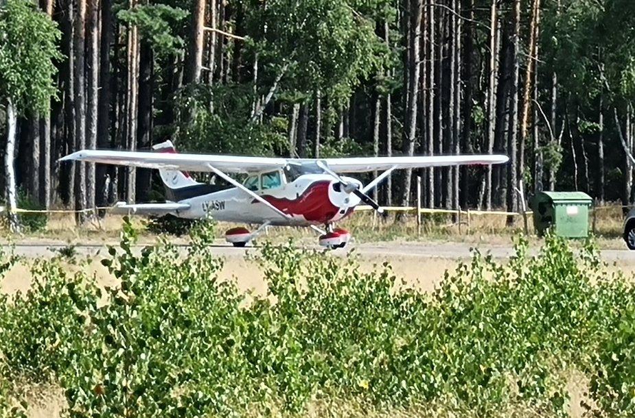 Nidos aerodrome vykusios pratybos smalsuoliams sukėlė nerimo dėl nelaimės.