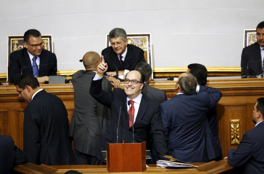 Venesuelos opozicijos lyderis Julio Borgesas (centre)