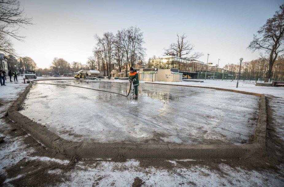 Kaune – keturios nemokamos čiuožyklos po atviru dangumi