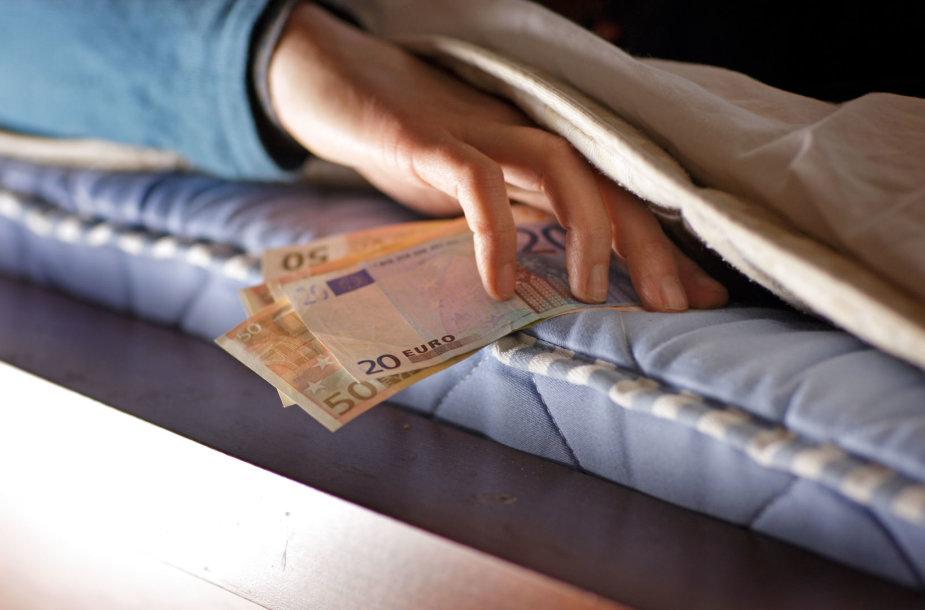 Slepiami pinigai