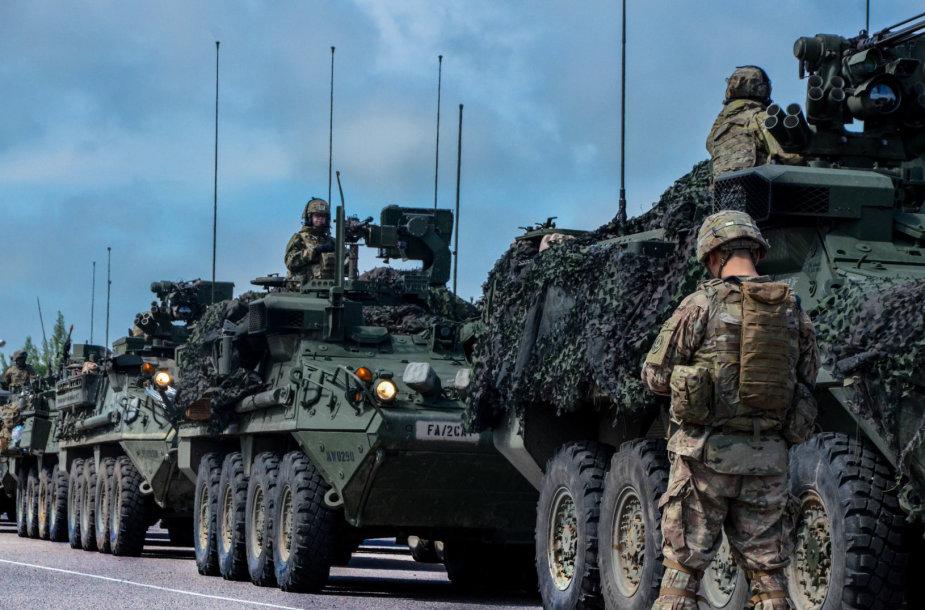 Kelionė 30-ties karinių automobilių virtinėje – žvilgsnis į karo policijos kasdienybę
