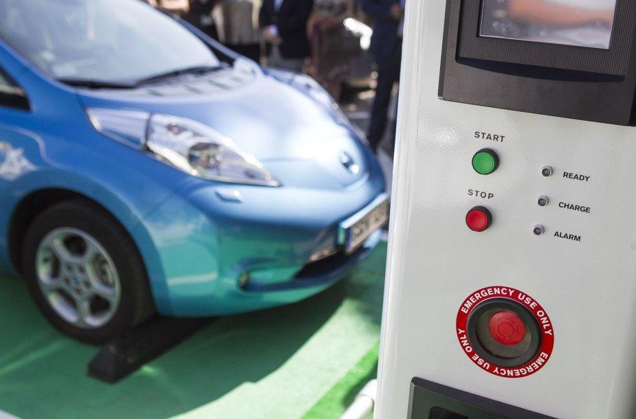 Lietuvoje atidaryta pirmoji elektromobilių greitojo įkrovimo stotelė.
