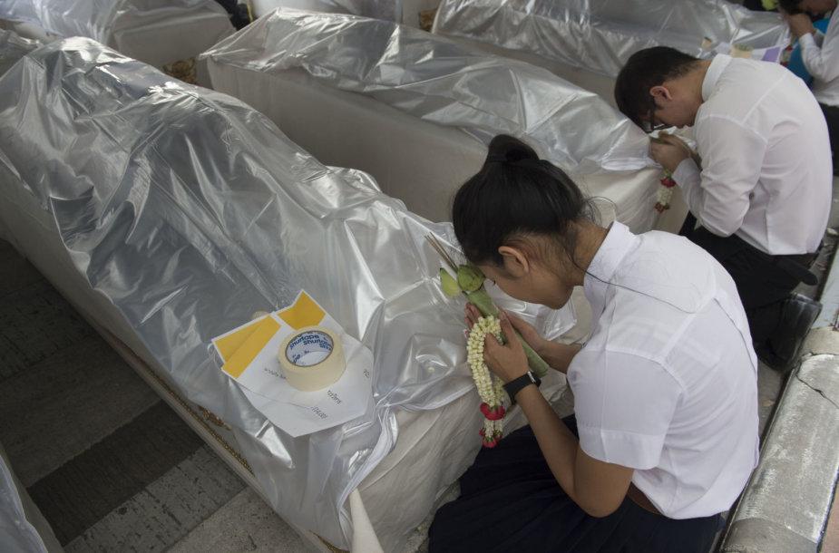 Tailande medicinos studentai atsisveikino su kūnais, padėjusiais gilinti jų žinias