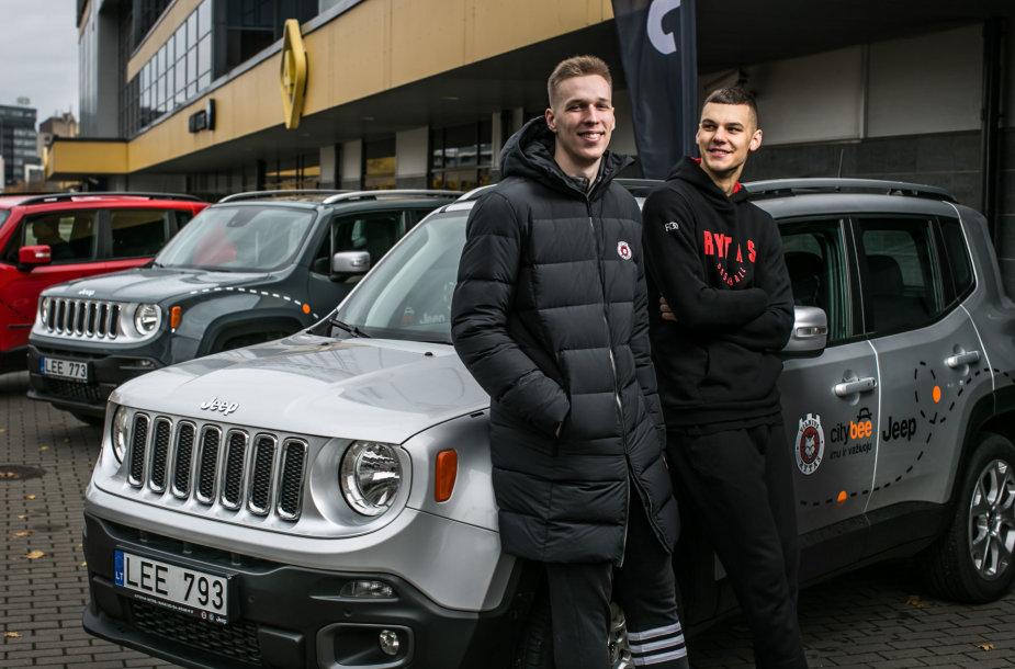 """Vilniaus """"Ryto"""" krepšininkai sėdo į naujus automobilius."""