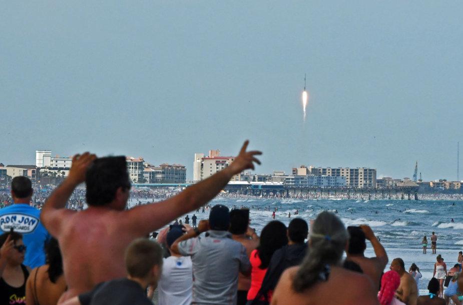 """SpaceX"" raketos startas"