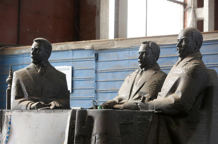 Brolių Vileišių paminklo skulptūros modelis