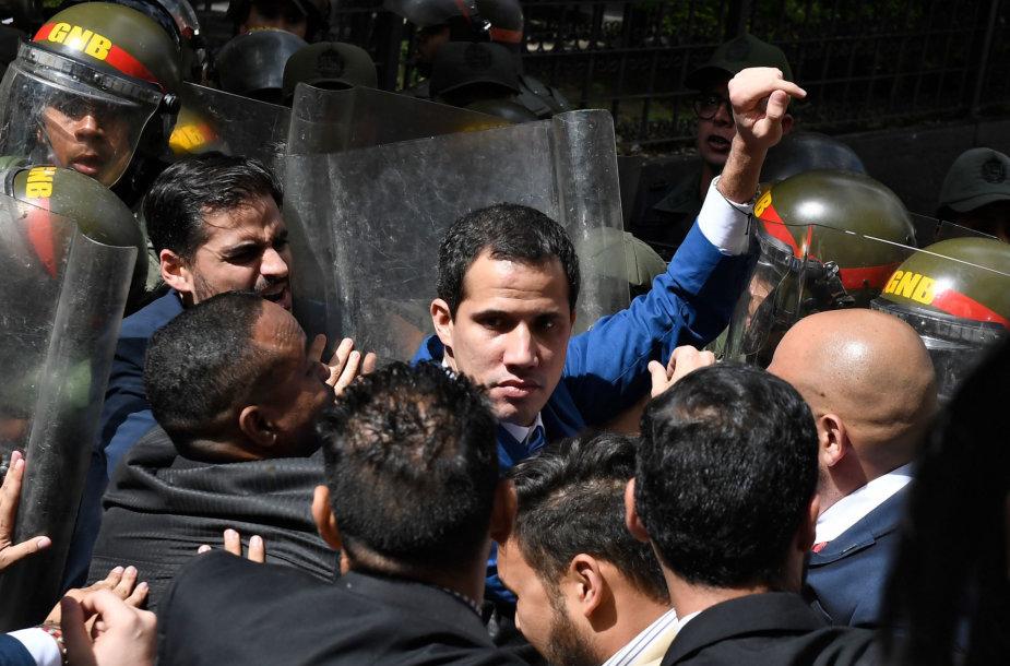 Juanas Guaido bando patekti į Nacionalinę Asamblėją