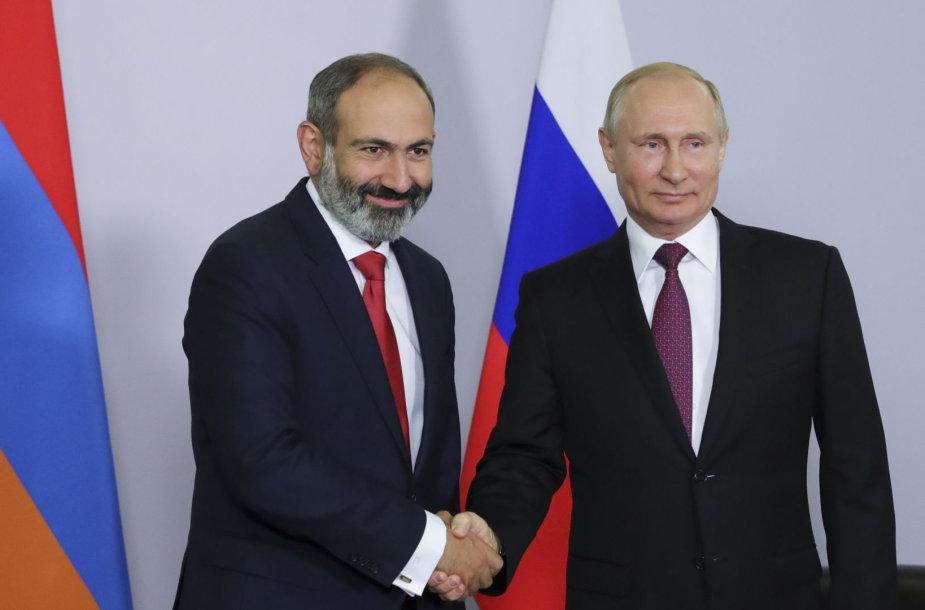 Nikolas Pašinianas ir Vladimiras Putinas