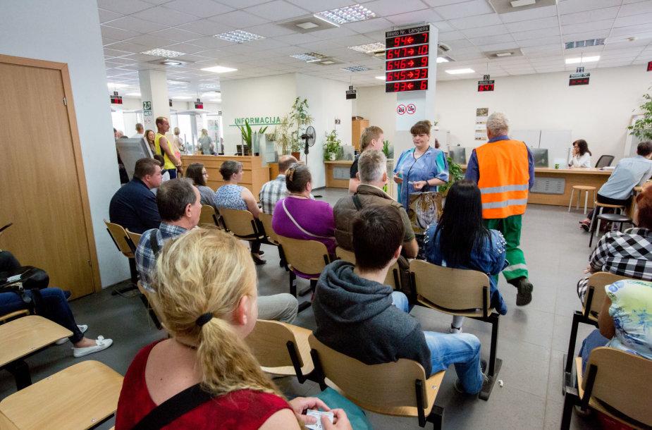 Migracijos valdyboje Vilniuje žmonės priversti laukti eilėse