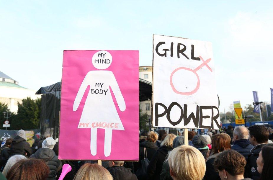 Lenkijoje tęsiasi protestai dėl planų dar labiau sugriežtinti įstatymus dėl abortų