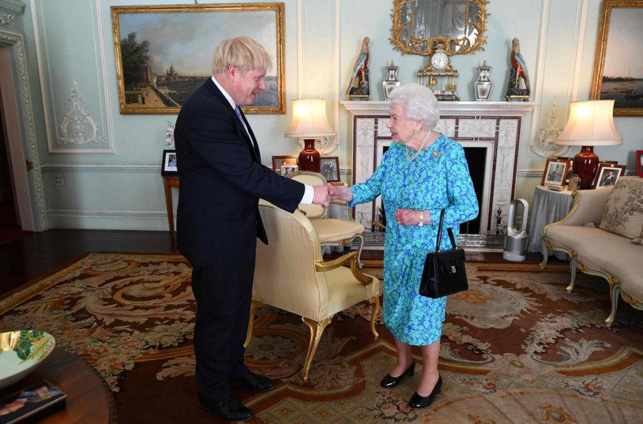 Borisas Johnsonas ir Elizabeth II