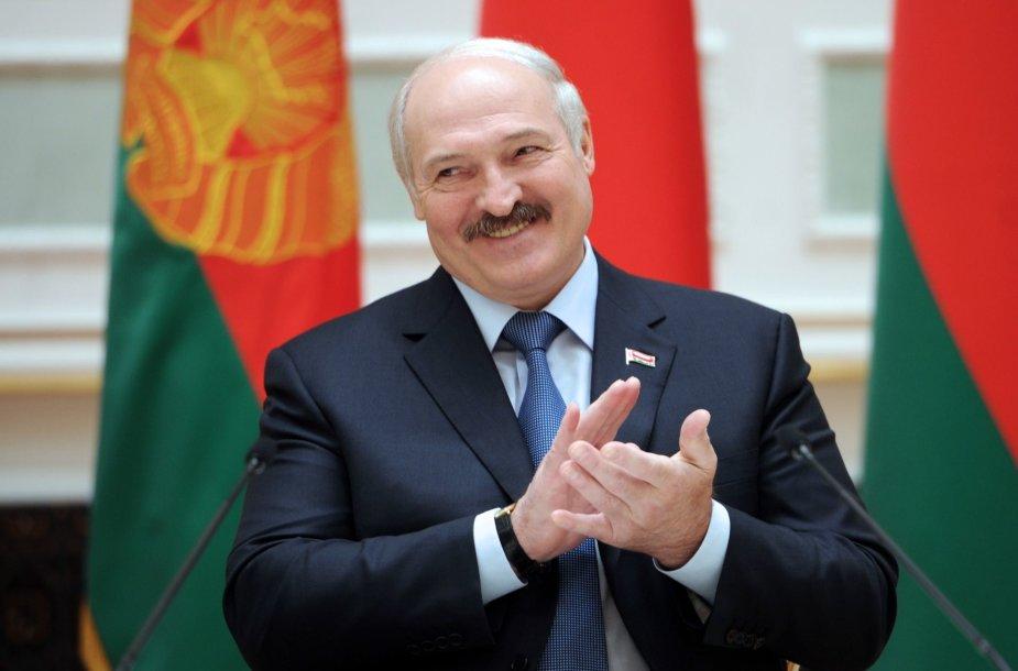 Bandydama gerinti santykius su Baltarusija, ant A.Lukašenkos kabliuko užkibo ir Lietuva, ir Europos Sąjunga.