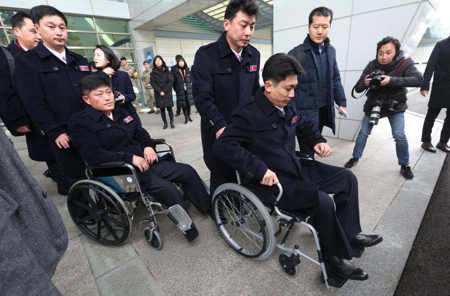 Šiaurės Korėjos sportininkai atvyko į Pjongčango parolimpiadą