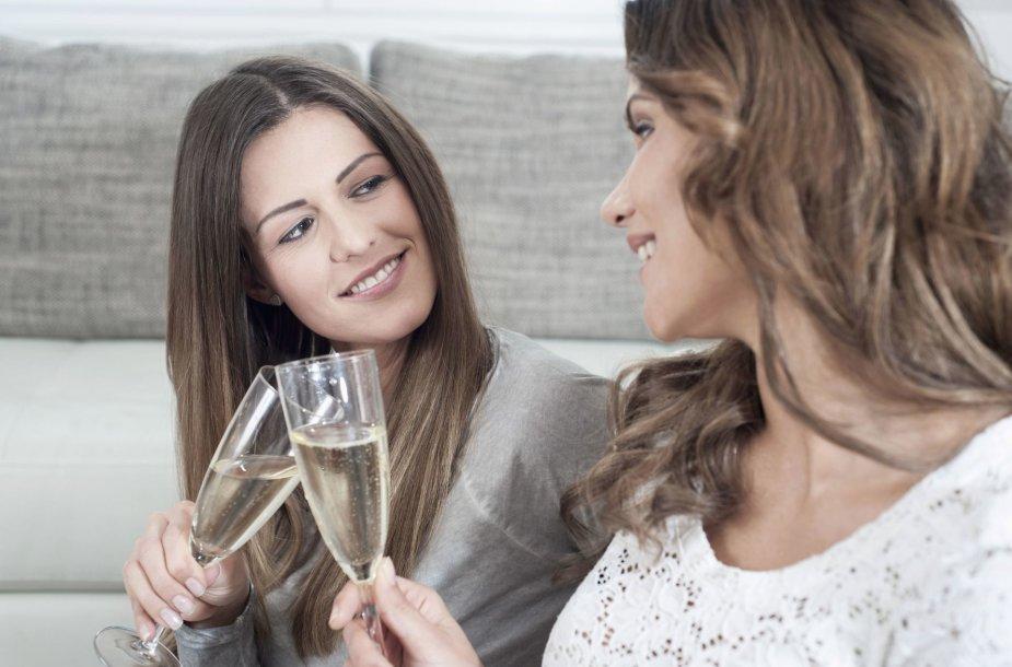 Moterys vartoja alkoholį