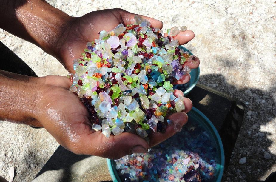 Brangakmenių gavyba ir apdirbimas Ratnapuroje, Šri Lankoje