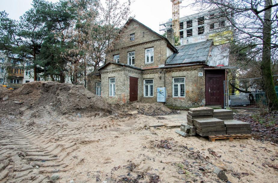Sklypas ir pastatas esantis Geležinio Vilko g. 21, Vilniuje