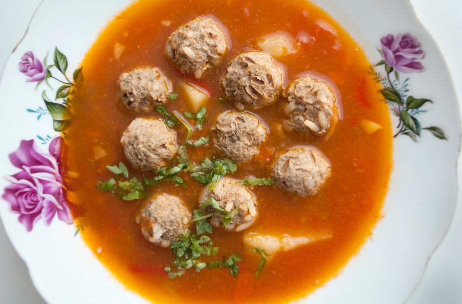 Pomidorinė daržovių sriuba su kukuliais