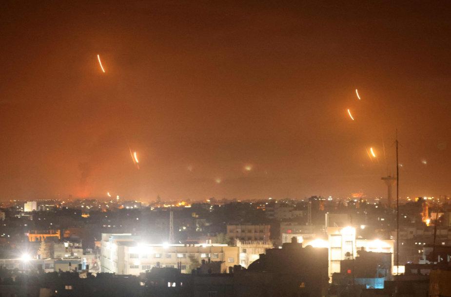 Izraelio link iš Gazos skriejančios raketos