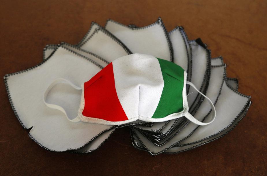 Kaukė su Italijos vėliava