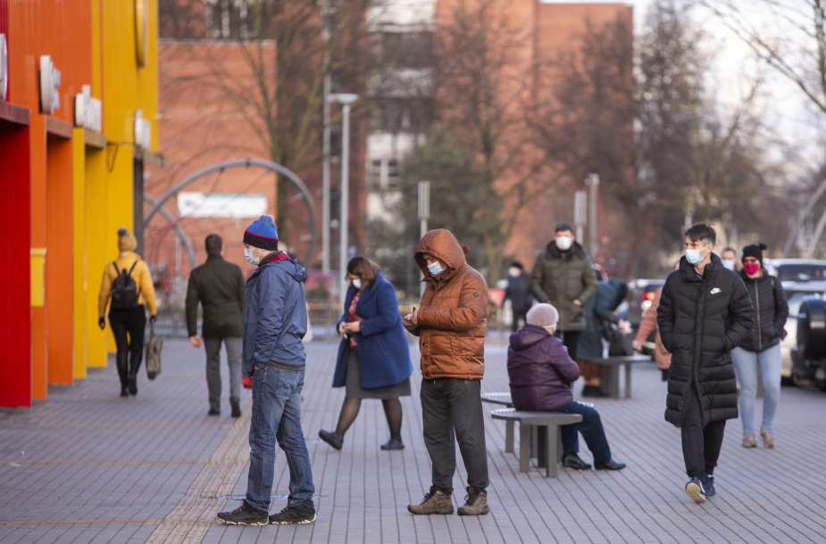 Naujųjų išvakarėse žmonės gausiai lankėsi prekybos centruose