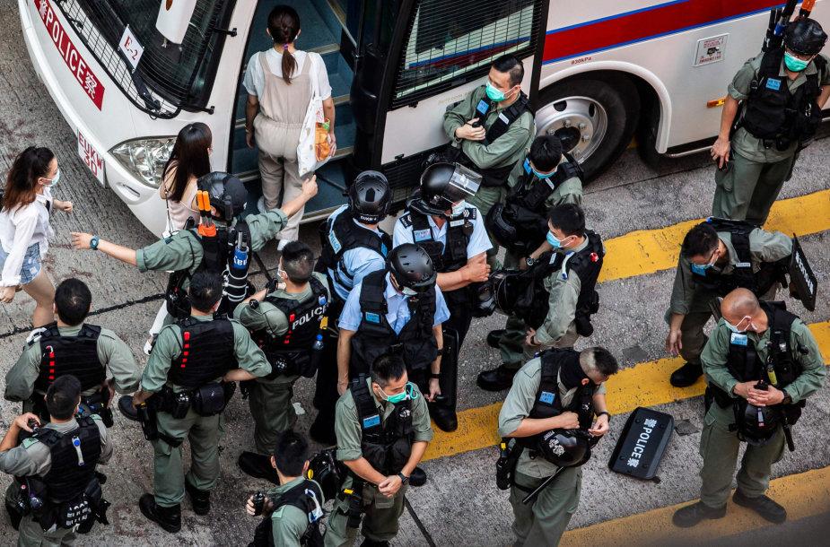 Honkongo policija sulaiko protestuotojus