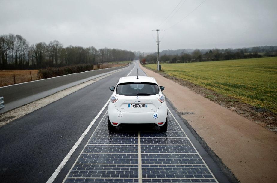 Prancūzijos Tourouvre miestelio kelio atkarpoje buvo sumontuota beveik 3 tūkst. kvadratinių metrų saulės elementų plokštelių
