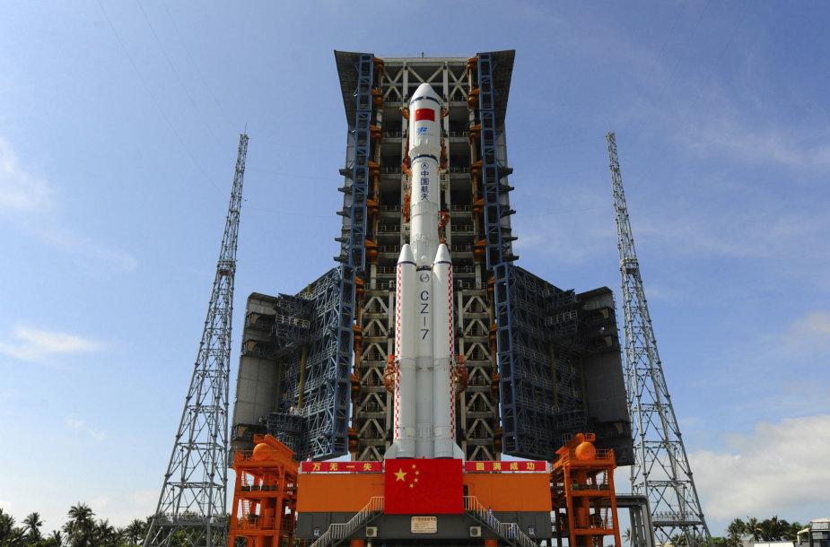 """Startui paruošta Kinijos raketa """"Long March 7"""""""