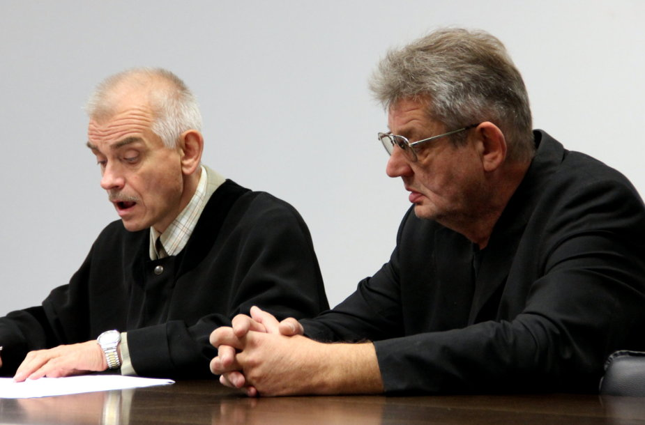 Kaltinamasis Rimantas Kugys (dešinėje) su advokatu