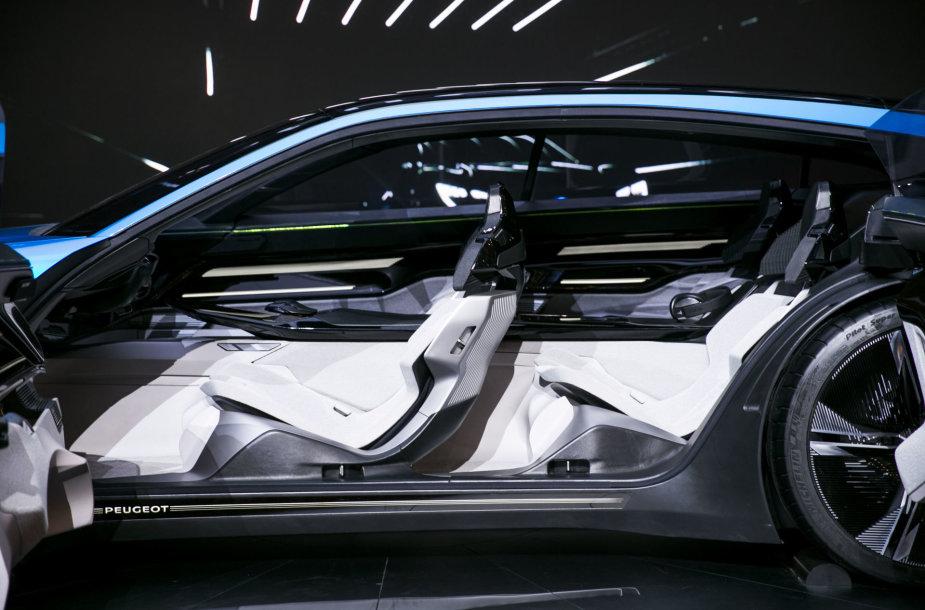 """Ženevoje žiūrovus stebino naujasis """"Peugeot Instinct"""""""