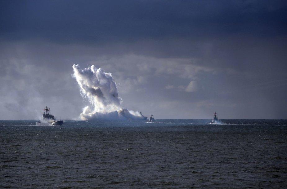 """Karinės pratybos """"Zapad 2013"""" vyko ir Baltijos jūroje."""