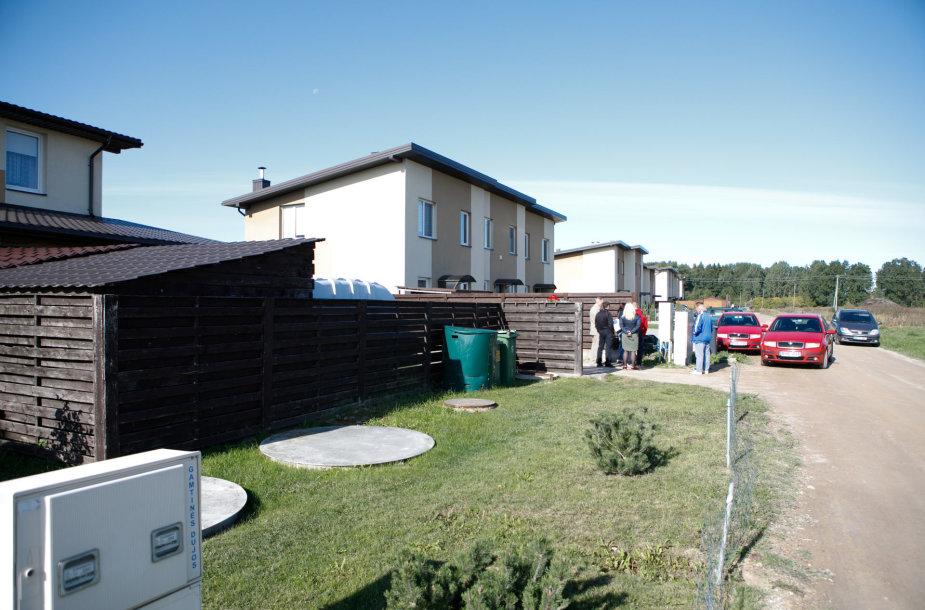 Mastaičių gyvenvietėje užsikimšo nuotekų šuliniai