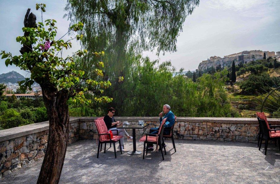 Graikijoje duris atvėrė kavinės ir restoranai su lauko terasomis