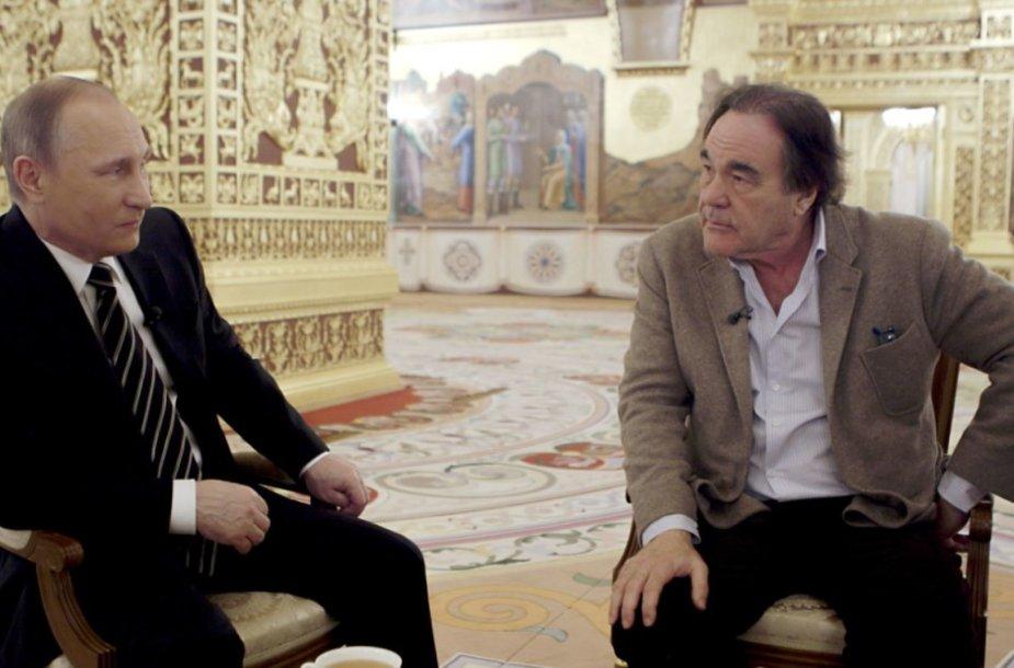 O.Stone'o interviu su V.Putinu daugiau pasako ne apie Rusijos prezidentą, o apie O.Stone'ą