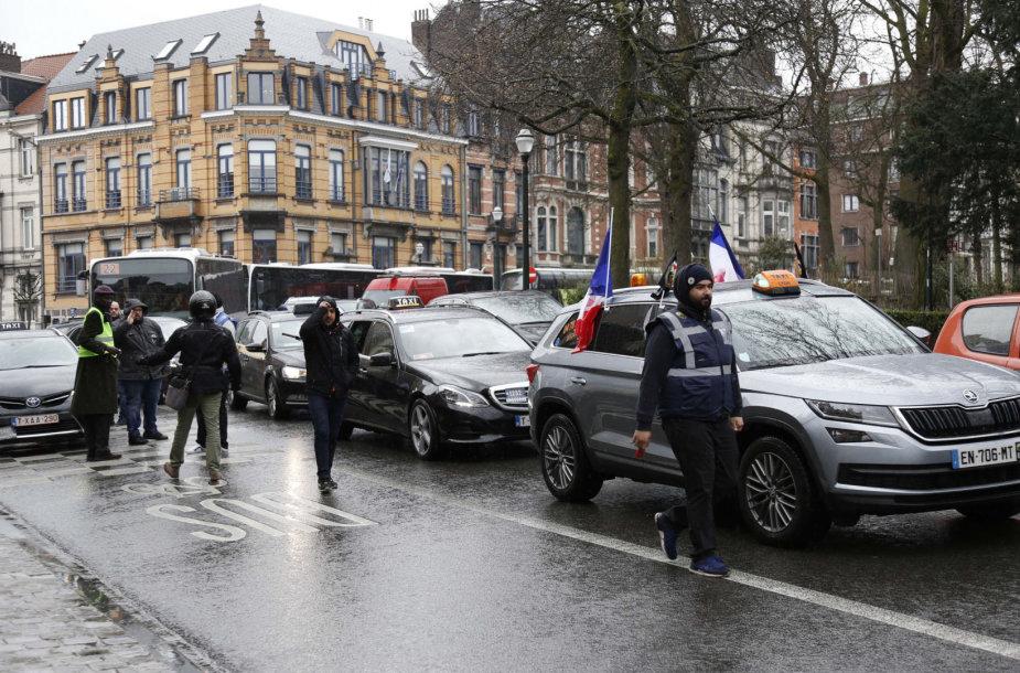 Taksi automobiliai blokavo eismą Briuselyje.