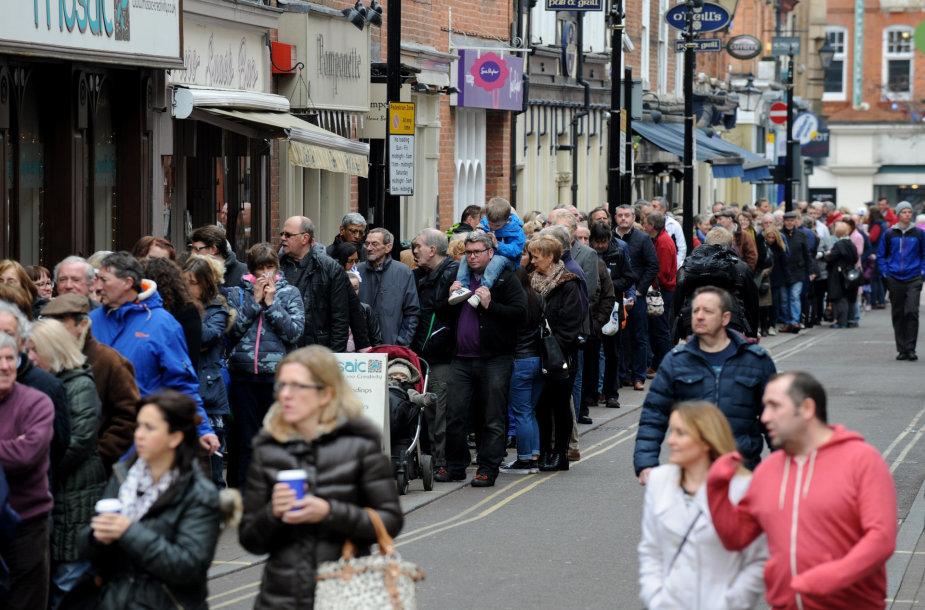 Žmonės renkasi atsisveikinti su Anglijos karaliumi Richardu III