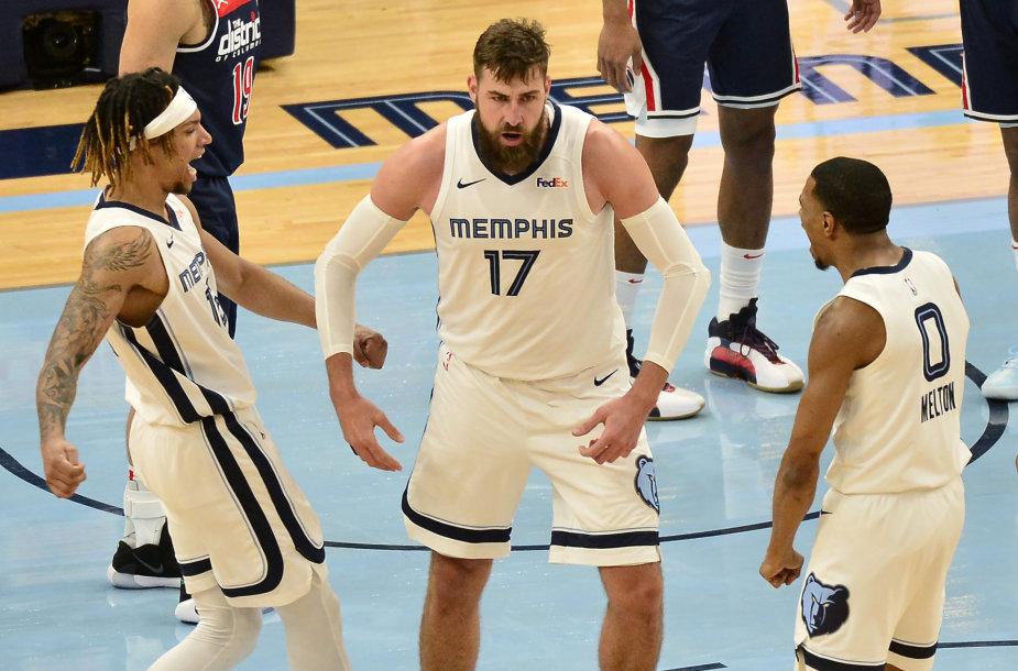 """Jonas Valančiūnas emocingas per rungtynes su """"Wizards""""."""