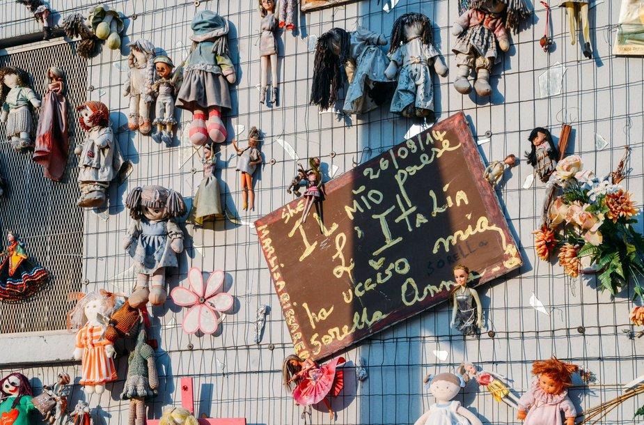 Lėlių siena, Milanas
