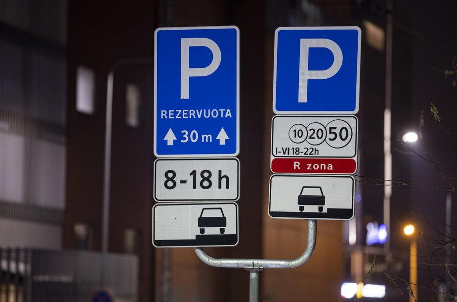 Vilniaus centre esančioms ministerijoms siūloma atsisakyti rezervuotų vietų automobiliams