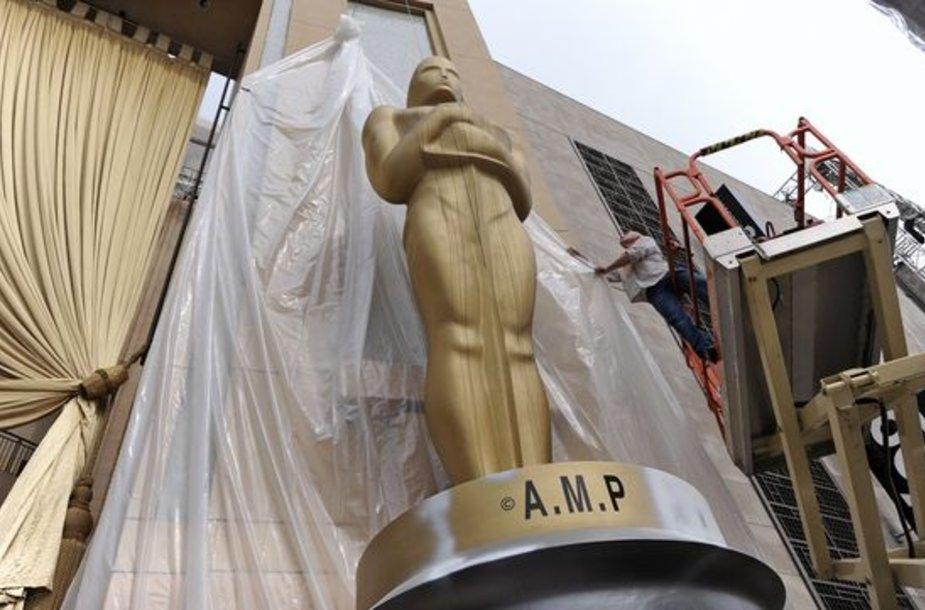 "Didelė ""Oskarų"" statula"