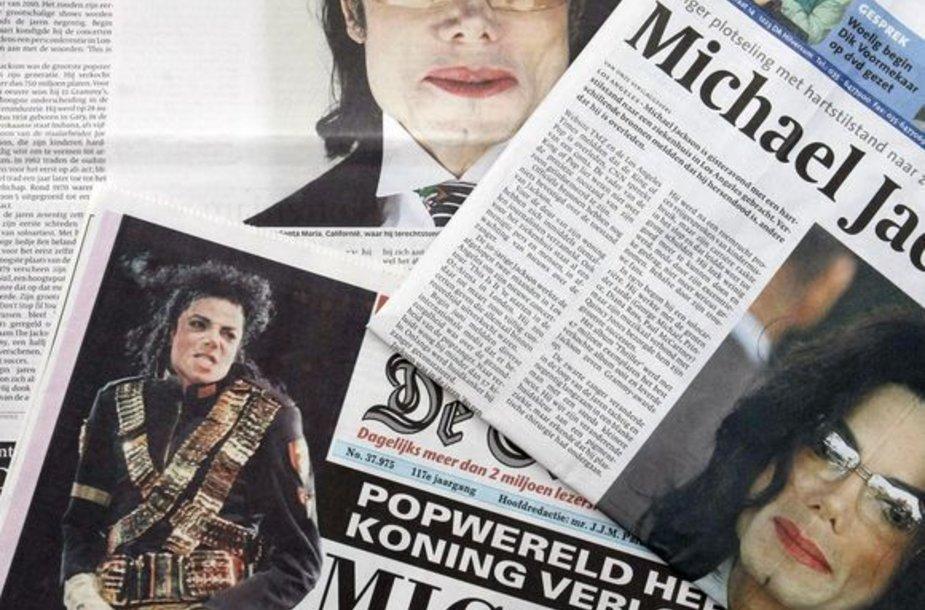 Laikraščiai pranešantys apie Michaelo Jacksono mirtį.
