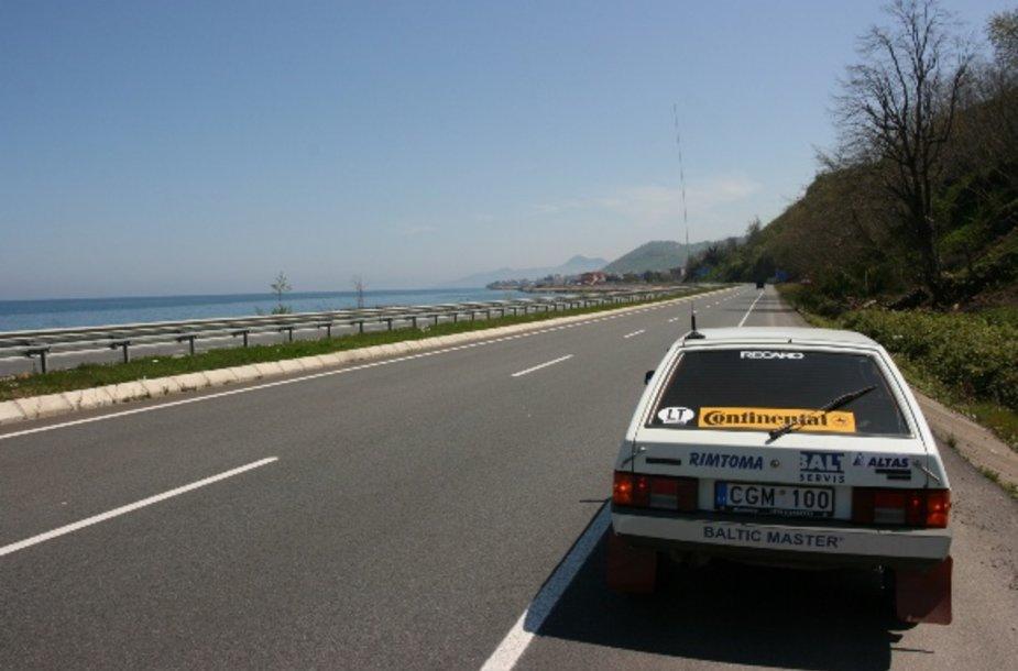 Geri Turkijos keliai važiuojant šalia jūros