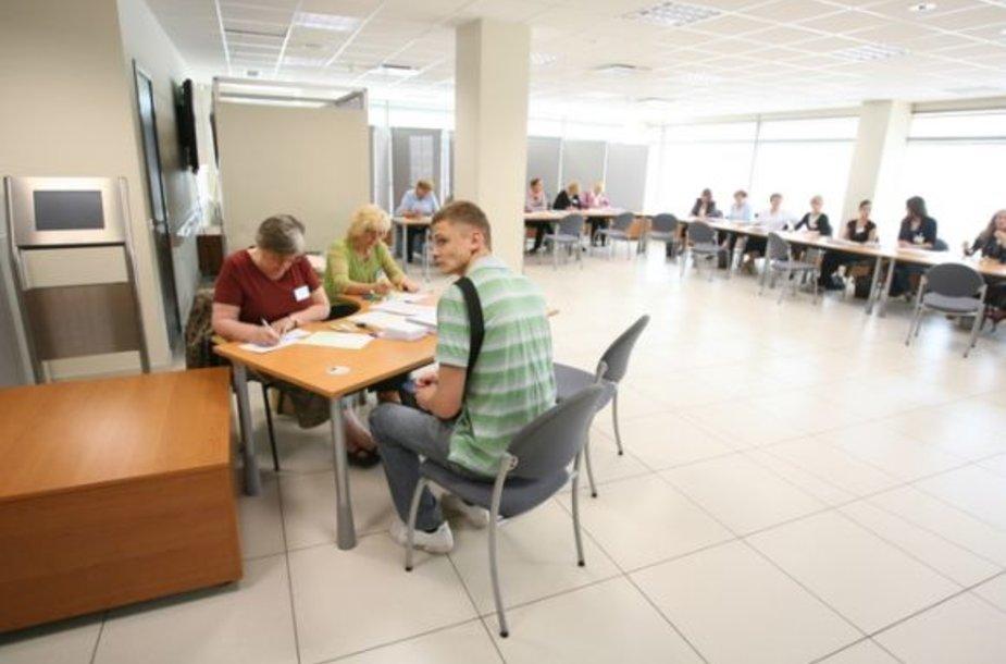 Išankstiniai rinkimai į Europarlamentą vyko vangiai